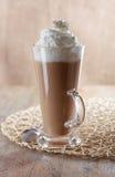 Macchiato del latte del caffè con panna montata fotografia stock libera da diritti