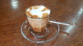 Macchiatokoffie in het Tomoca-koffiehuis in Addis Ababa, Ethiopië Stock Foto's
