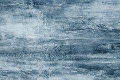 Macchie blu su una tela grigia Macchie blu della pittura sulla parete Modello astratto di stile dell'acquerello su fondo grigio I immagini stock libere da diritti