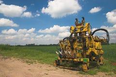 Macchina agricola nel campo Fotografie Stock Libere da Diritti