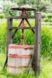Macchina antica dell'olandese per premere formaggio fotografia stock libera da diritti