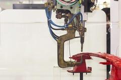 Macchina automatica della saldatura a punti di resistenza con il prodotto per lavoro industriale automobilistico fotografie stock