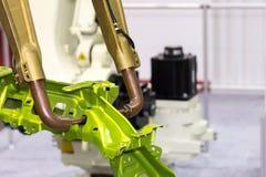 Macchina automatica della saldatura a punti di resistenza con il prodotto per lavoro industriale automobilistico immagine stock