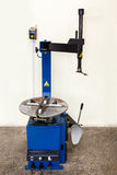 Macchina automatica di montaggio e di riparazione del pneumatico Fotografia Stock
