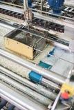 Macchina automatica per lavare dei tappeti nel processo Fotografia Stock Libera da Diritti