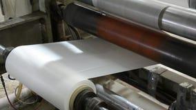 Macchina con polietilene per la produzione dei sacchetti di plastica archivi video