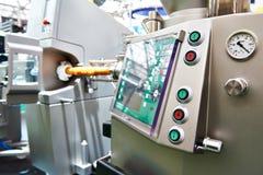 Macchina d'attaccatura del ritaglio automatico per le salsiccie immagine stock