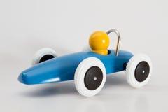 Macchina da corsa blu con l'autista giallo Fotografia Stock