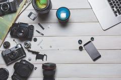 Macchina da presa, macchina fotografica del dslr e concetto di sviluppo tecnologico dello smartphone Vista superiore Fotografie Stock