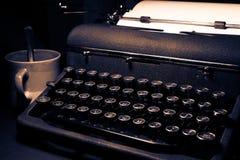 Macchina da scrivere antica e d'annata, di lusso calmo reale immagini stock libere da diritti