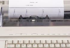 Macchina da scrivere con le parole scritte su Libro Bianco Immagini Stock Libere da Diritti