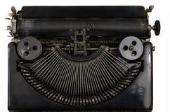 Macchina da scrivere portatile d'annata con le lettere cirilliche su bianco Immagine Stock