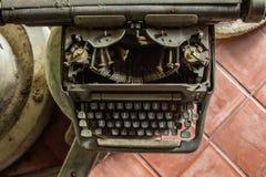 Macchina da scrivere tailandese classica della fonte fotografie stock libere da diritti