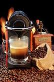 Macchina del caffè con la tazza di caffè espresso XXXL Immagini Stock Libere da Diritti