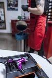 Macchina dell'inchiostro della pistola pronto per usare allo studio del tatuaggio Fotografia Stock Libera da Diritti