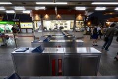 Macchina delle barriere del biglietto alla stazione ferroviaria di BTS Mo Chit Fotografia Stock