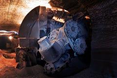 Macchina di abbattimento e di scavo in una miniera di sale Fotografia Stock Libera da Diritti