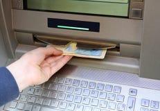 Macchina di bancomat con i molti euro soldi Fotografia Stock