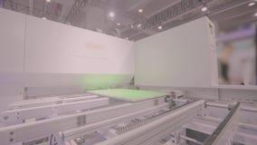 Macchina di CNC alla mostra di tecnologia di hardware Macchina utensile di CNC sul lavoro alla mostra stock footage