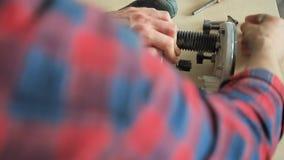 Macchina di falegnameria di fresatura stock footage