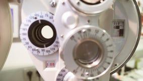 Macchina di oftalmologia per il controllo dell'occhio, primo piano archivi video