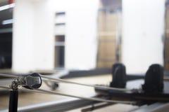 Macchina di Pilates nello studio della palestra Fotografia Stock Libera da Diritti