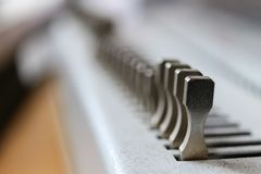 Macchina di rilegatura Apparecchiature di stampa e macchine fotografie stock libere da diritti