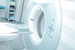 Macchina di RMI in ospedale moderno Fotografie Stock Libere da Diritti