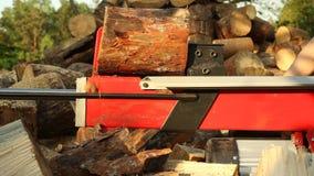 Macchina di spezzettamento di legno stock footage