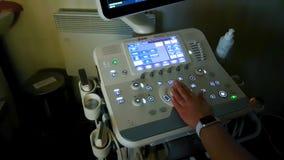 Macchina di ultrasuono dello schermo sistemi diagnostici di simbolo nella sanità stock footage