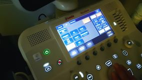 Macchina di ultrasuono dello schermo sistemi diagnostici di simbolo nella sanità archivi video