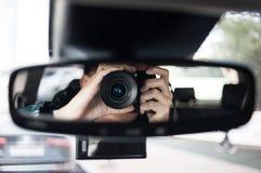 Macchina fotografica, che lo specchietto retrovisore Fotografia Stock Libera da Diritti