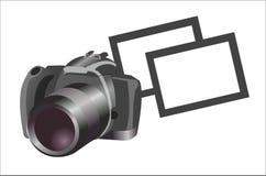 Macchina fotografica con le fotografie su fondo bianco Immagini Stock