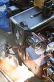 Macchina fotografica d'annata della lente sulla retro vendita dell'oggetto d'antiquariato georgiano del mercato di strada Fotografia Stock