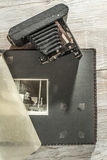 Macchina fotografica d'annata ed album della foto Fotografie Stock Libere da Diritti