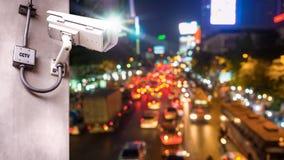 Macchina fotografica del CCTV di sicurezza installata sul palo concreto fotografia stock
