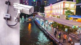Macchina fotografica del CCTV di sicurezza installata sul palo concreto immagine stock