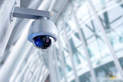 Macchina fotografica del CCTV di sicurezza nell'edificio per uffici Fotografie Stock