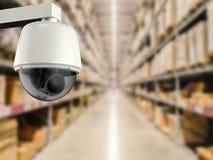 Macchina fotografica del cctv o della videocamera di sicurezza in deposito Immagine Stock