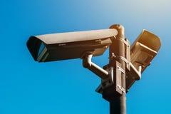 Macchina fotografica del CCTV, sorveglianza elettronica antiterroristica di era moderna fotografie stock libere da diritti