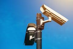Macchina fotografica del CCTV, sorveglianza elettronica antiterroristica di era moderna fotografia stock