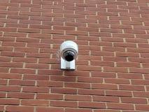 Macchina fotografica del CCTV su una parete fotografie stock libere da diritti