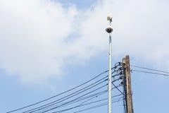 Macchina fotografica del CCTV sulla posta elettrica immagine stock libera da diritti