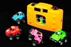Macchina fotografica del giocattolo e modello dell'automobile immagine stock