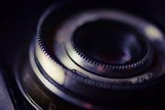Macchina fotografica del telemetro dell'annata isolata sopra bianco Immagini Stock