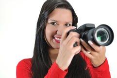 Macchina fotografica della holding DSLR della donna a disposizione immagine stock libera da diritti