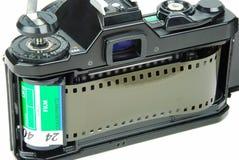 macchina fotografica di 35mm SLR con la pellicola fotografia stock libera da diritti