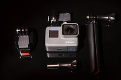 Macchina fotografica di azione dell'EROE 5 di GoPro con il treppiede Fotografia Stock
