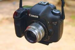 Macchina fotografica di Canon con la lente di Meyer Optic Gorlitz Fotografia Stock