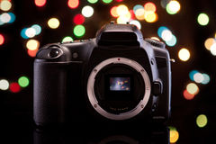 Macchina fotografica di Digitahi su priorità bassa nera Immagini Stock